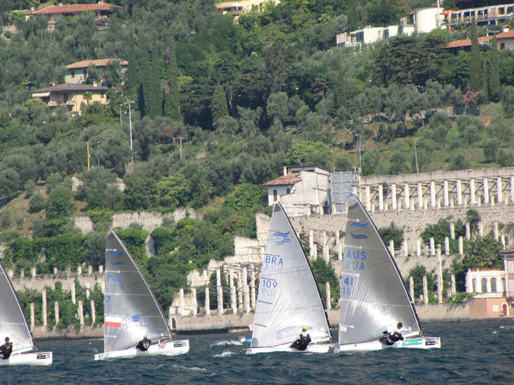 thursday-race-10-early-lead-for-lilley-pic-finn-class
