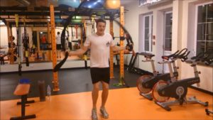 Wintertraining - Piotr Kula trainiert mit Battle-Ropes