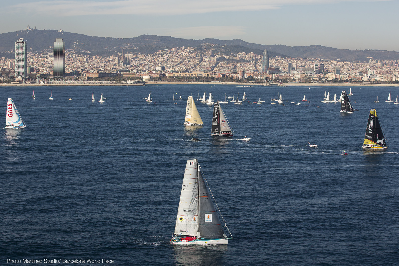 Barcelona World Race 2015 - Sun and Sons shine on Light Winds
