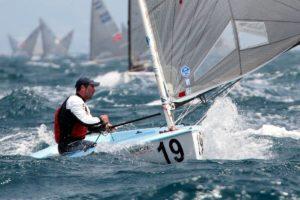 Finn EM 2015 - was segelt der Führende - PATA-Mast ?